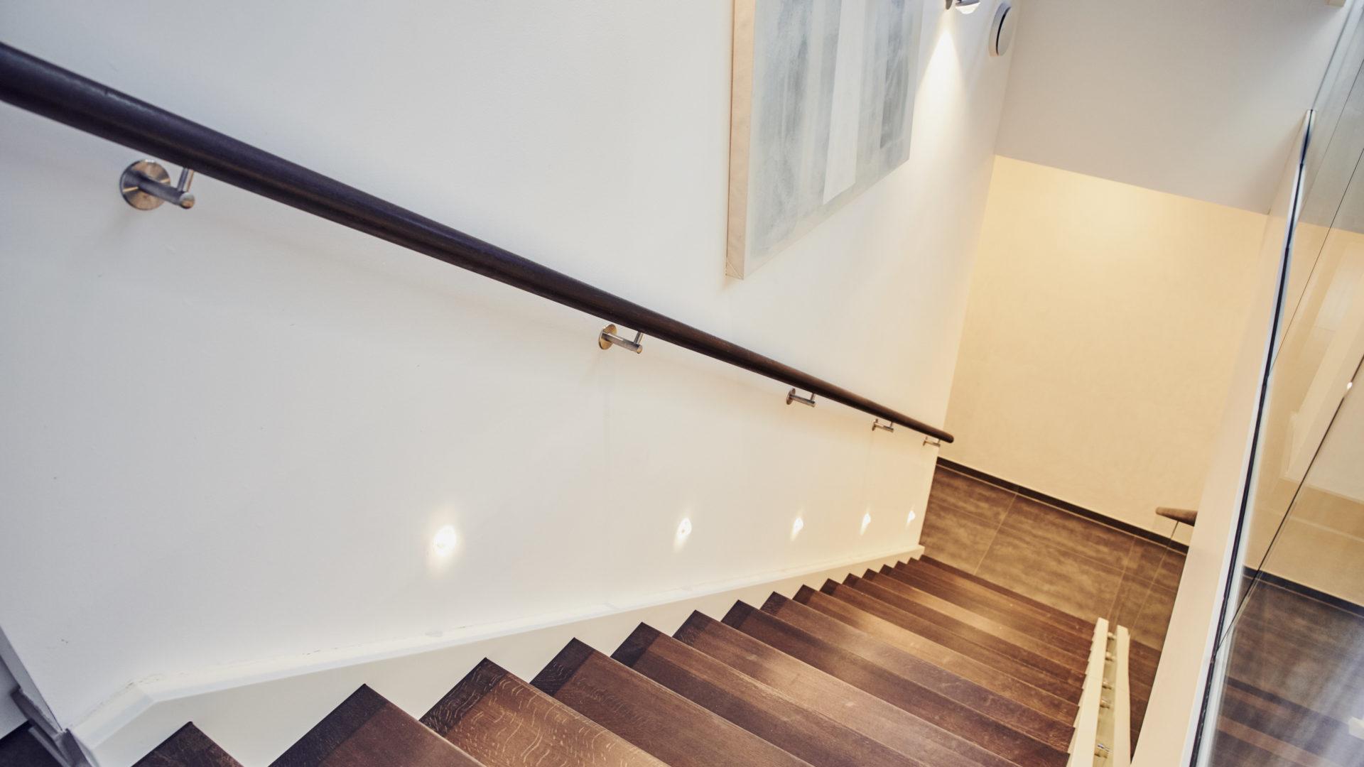 Beleuchtung einer Treppe über Treppen-LED-Spots