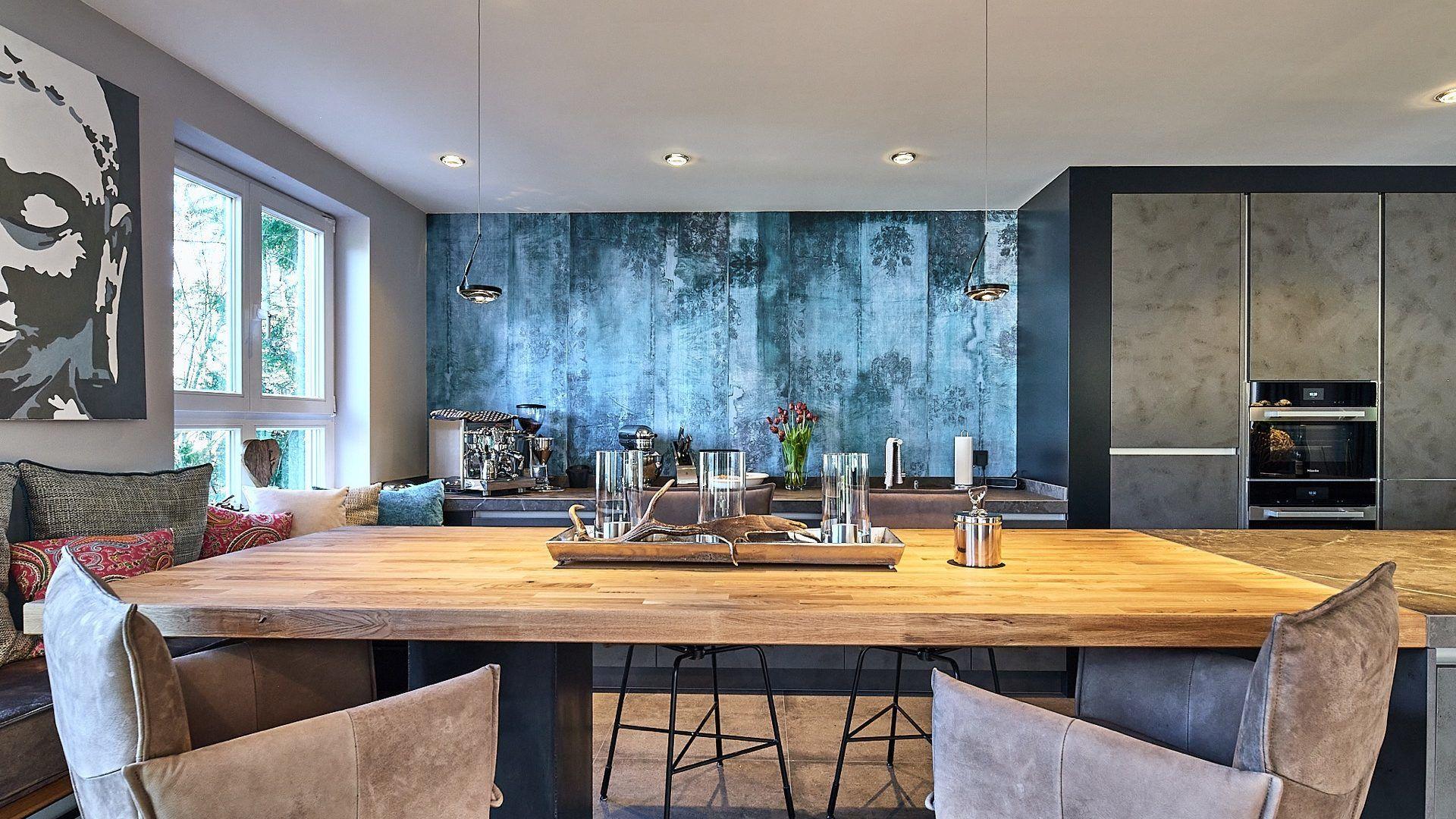 Elegante Wohnküche mit LED Beleuchtung