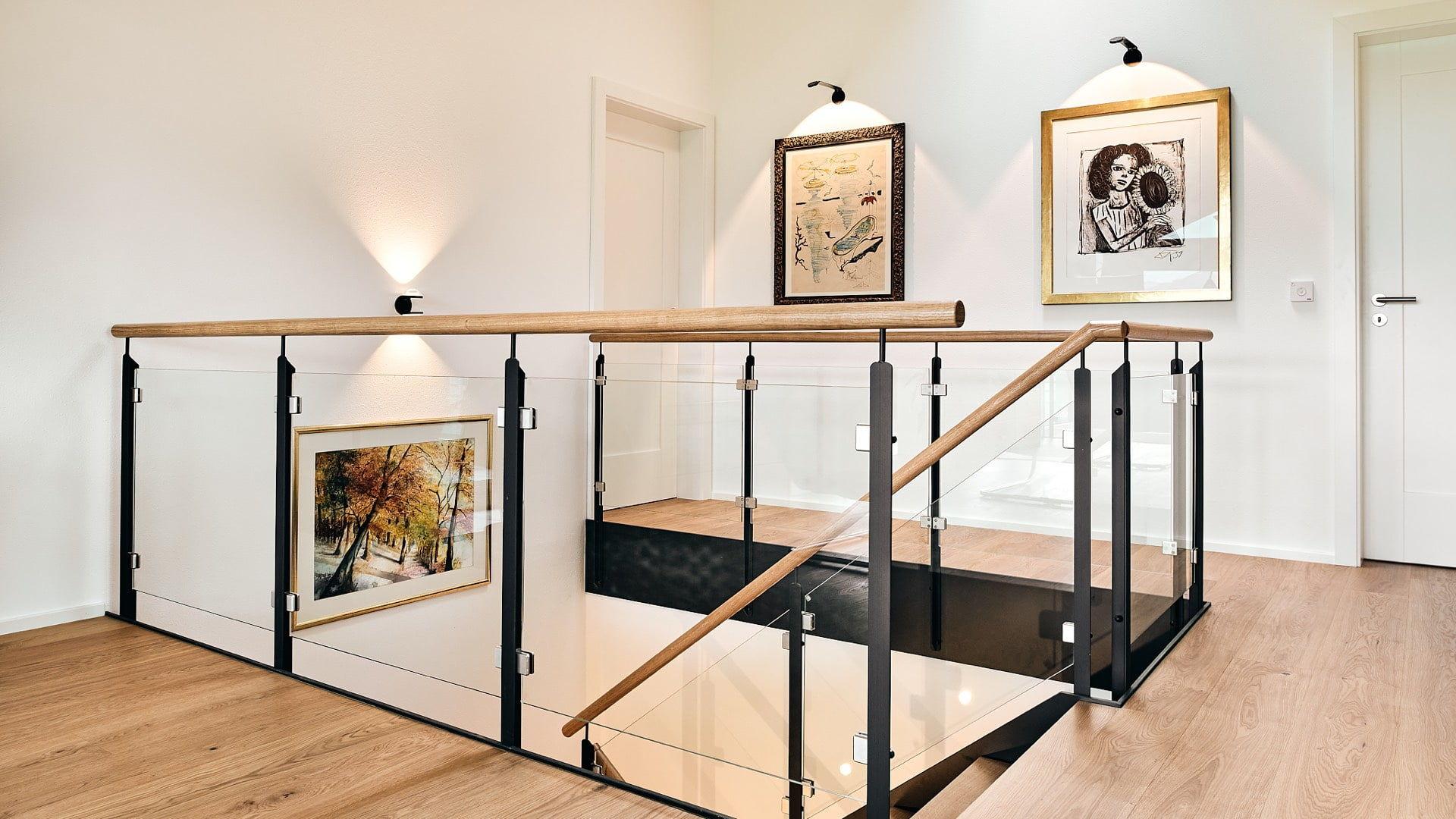Lichtplanung für Treppenhaus mit Bilder-Beleuchtung