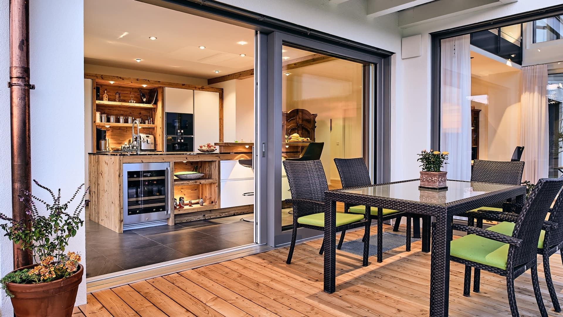 LED-Lichtplanung für Terrassen Essbereich und Küche