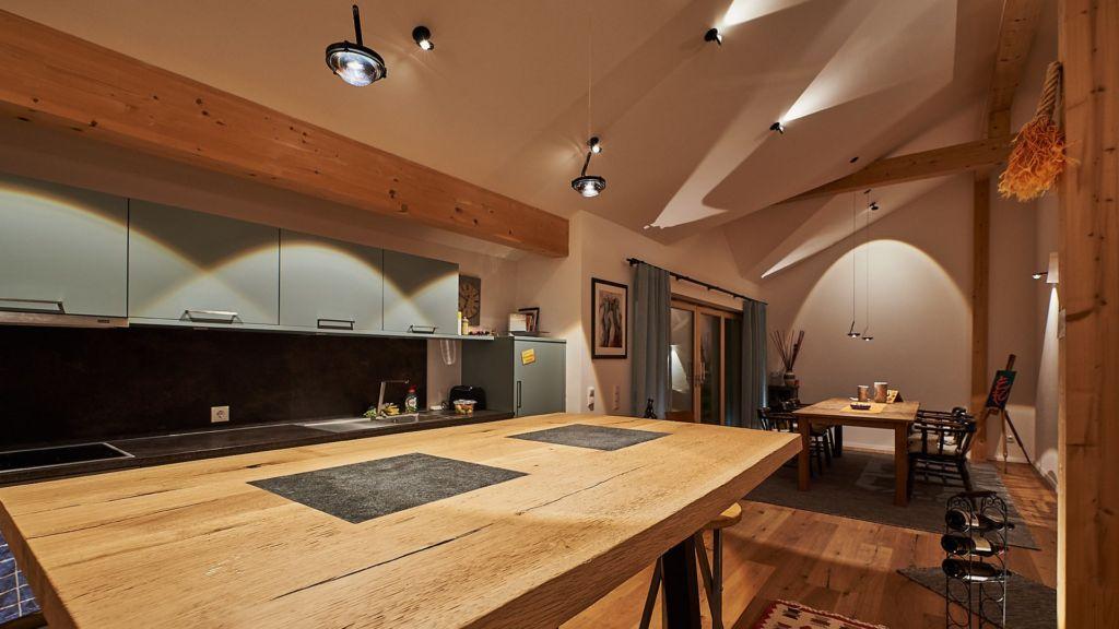 Wohnküchen LED Beleuchtung mit Giebeldecke, Rosenheim